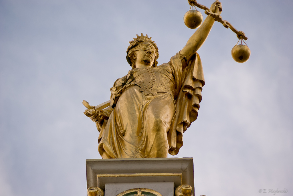 Golden Lady Justice, Bruges, Belgium (by flickr user Emmanuel Huybrechts, https://creativecommons.org/licenses/by/2.0/)